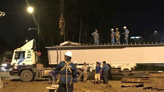 Đơn vị thi công lắp dầm thép đầu tiên cho cầu vượt Nguyễn Thái Sơn - Nguyễn Kiệm