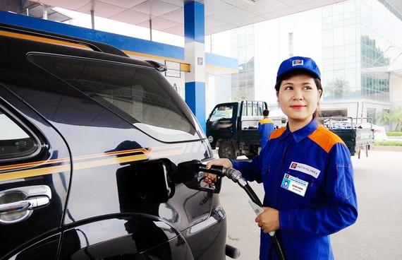 Thuế giảm, người dân vẫn khó tiếp cận xăng dầu giá rẻ
