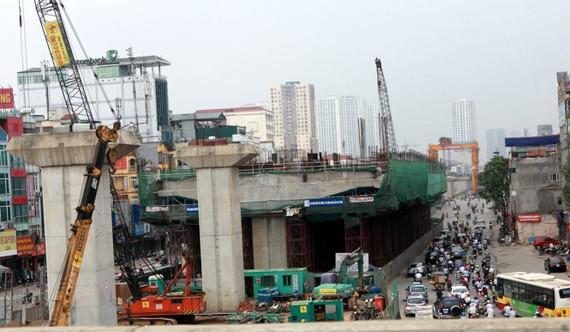 Đoạn đường sắt từ Nhổn đến ga Hà Nội thuộc tuyến đường sắt đô thị số 3 của TP Hà Nội đang được thi công