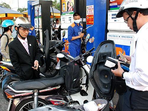 Hà Nội dán tem đồng hồ 484 cửa hàng xăng dầu