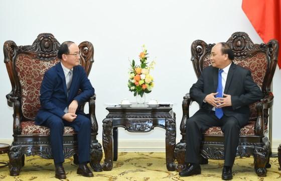 Thủ tướng Nguyễn Xuân Phúc tiếp Tổng Giám đốc Tổ hợp Samsung Việt Nam Han Myoung Sup. Ảnh: VGP