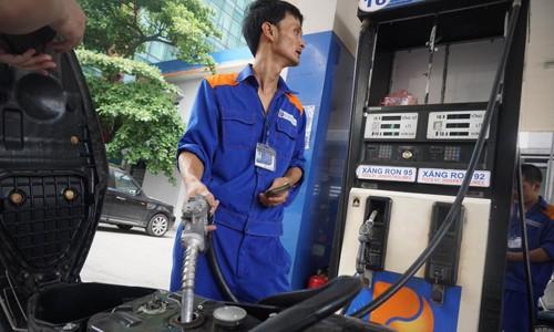 Giá xăng, dầu giảm 211 đồng/lít từ 15h