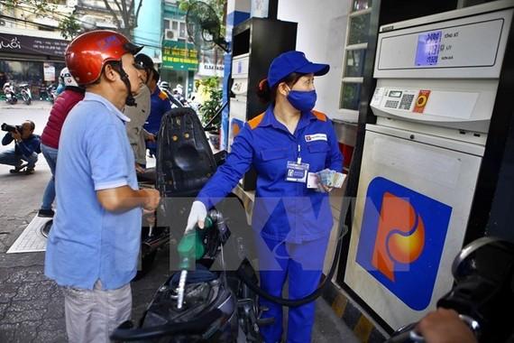 Tỷ lệ thuế trong giá xăng, dầu VN so các nước vẫn thấp?