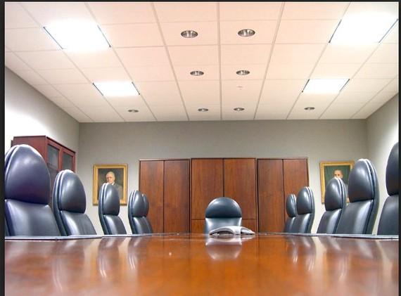 Thiếu chế tài buộc doanh nghiệp phân vai quyền lực