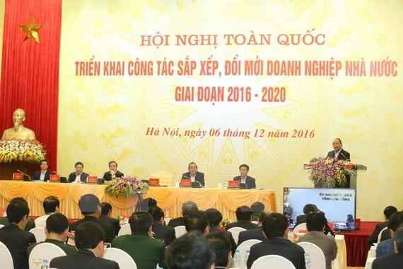 Thủ tướng Nguyễn Xuân Phúc phát biểu tại hội nghị trực tuyến toàn quốc triển khai công tác sắp xếp, đổi mới doanh nghiệp nhà nước giai đoạn 2016-2020.