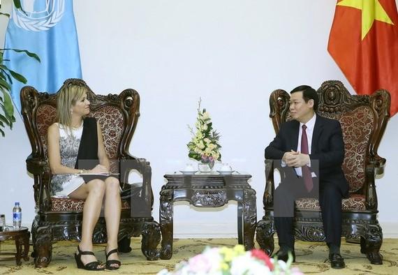 Chính phủ, Phó Thủ tướng Chính phủ Vương Đình Huệ tiếp Hoàng Hậu Hà Lan Máxima, Đặc phái viên Tổng Thư ký Liên hợp quốc về tài chính toàn diện đang thăm và làm việc tại Việt Nam. (Ảnh: Nguyễn Dân/TXVN)