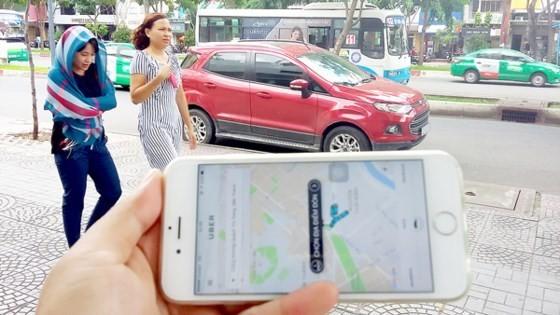 Cơ quan chức năng đang lúng túng với viếc quản lý loại hình vận tải mới như xe hợp đồng Limousine, Uber, Grab…