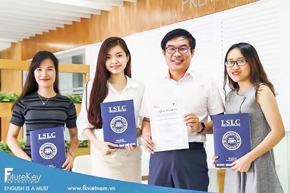 Phạm Nguyễn Thanh Thi và đối tác đại diện trường tại Philippines