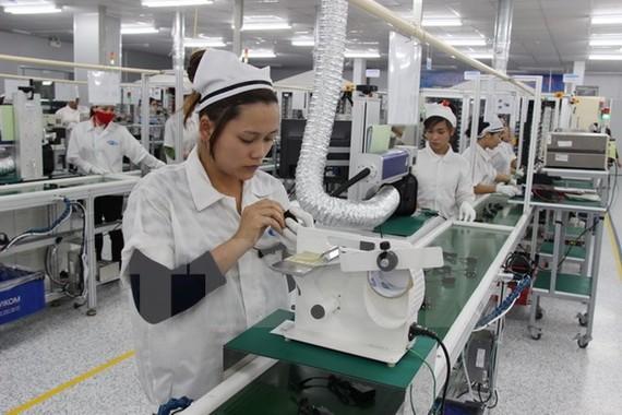 Sản xuất phụ kiện điện thoại di động tại Công ty RFTECH (100% vốn Hàn Quốc) Thái Nguyên.