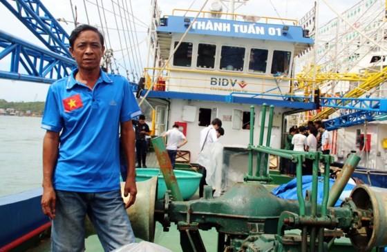 Ngư dân Trần Đình Sơn (Phù Mỹ) bên tàu vỏ thép nằm bờ hơn 80 ngày, đêm của mình