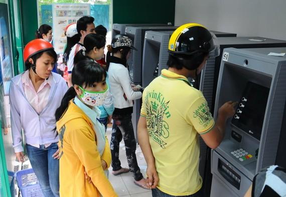 Nhiều ngân hàng đầu tư hệ thống ATM lớn cho rằng đang bị lỗ vì giá gốc cho mỗi giao dịch ngoại mạng là 7.000 đồng nhưng ngân hàng chỉ thu được thực tế có 1.500 đồng