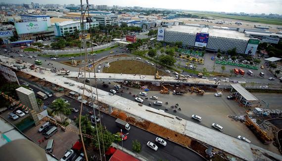 ngày 3.7 sẽ tiến hành khánh thành cầu vượt thép hình chữ Y tại giao lộ Trường Sơn và Tân Sơn Nhất - Bình Lợi - Vành Đai Ngoài dẫn vào ga trong nước và quốc tế của sân bay Tân Sơn Nhất