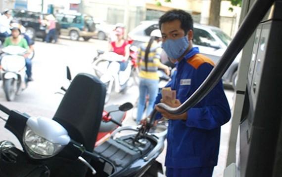 Dán tem 530 cửa hàng kinh doanh xăng dầu tại TPHCM