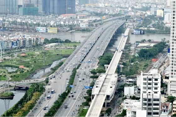 Metro Bến Thành - Suối Tiên đoạn qua sông Sài Gòn. Ảnh: THÀNH TRÍ