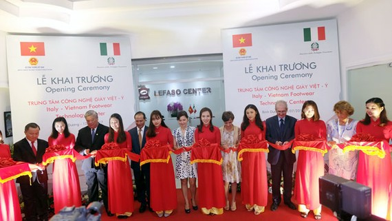 Khai trương trung tâm công nghệ giày Việt – Ý