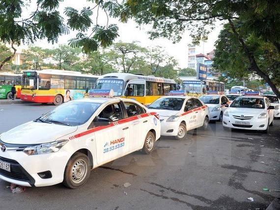 Thực hư taxi truyền thống chịu thuế cao hơn Grab, Uber