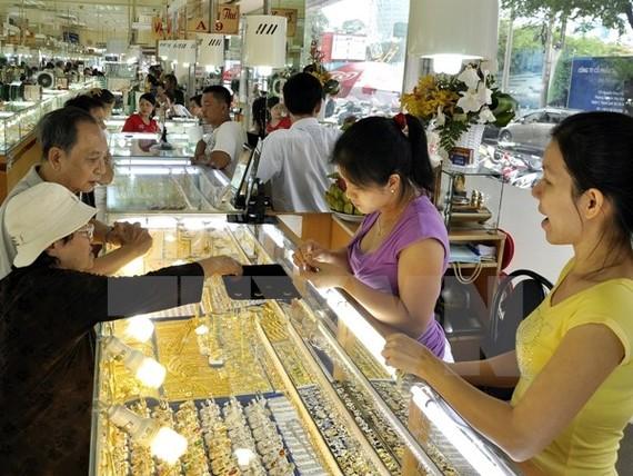 Giá vàng SJC và Bảo Tín Minh Châu tăng giảm trái chiều