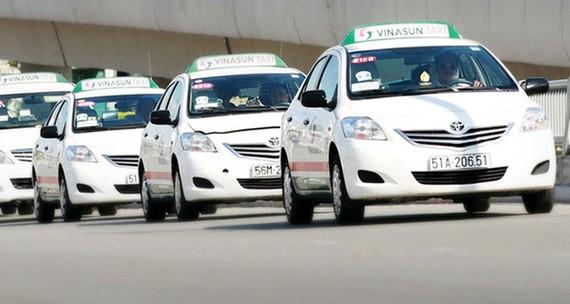 Cạnh tranh không lại Uber - Grab, Vinasun đẩy rủi ro về phía tài xế