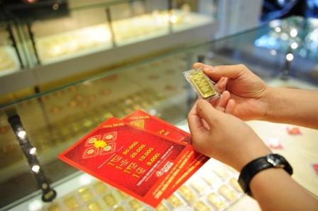 Huy động USD, vàng trong dân: Cánh cửa mở còn nhiều rủi ro