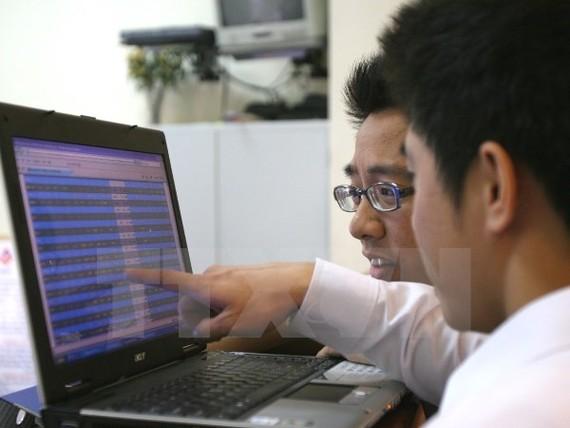 VN-Index thoát cảnh lao dốc, tìm lại ngưỡng 767 điểm