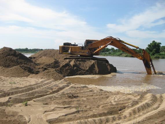 Lập đoàn kiểm tra các dự án khai thác cát làm dân bức xúc