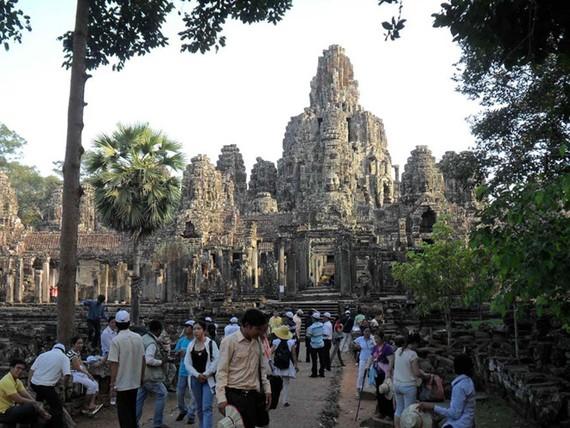 Du khách VN tại đền Angkor Wat (Campuchia)