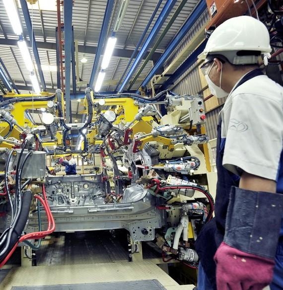 Lắp ráp ôtô tại một doanh nghiệp sản xuất ôtô ở VN