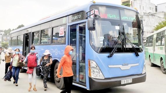 Xe buýt CNG hoạt động tại TPHCM Ảnh: CAO THĂNG