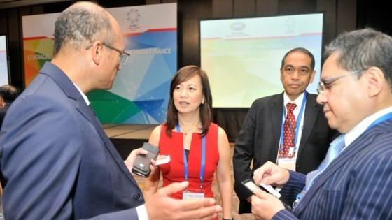 Các đại biểu trao đổi tại hội thảo Doanh nghiệp siêu nhỏ, nhỏ và vừa, Doanh nghiệp khởi nghiệp đổi mới sáng tạo và năng động trong khu vực APEC