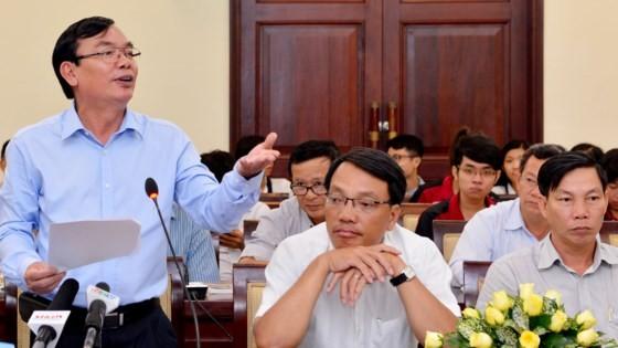Ông Lê Tiền Tuyến, Phó Tổng Biên tập Báo Sài Gòn Giải Phóng, phát biểu tại tọa đàm. Ảnh: VIỆT DŨNG