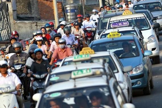 Vận tải hành khách: Tạm ngưng kết nối và đầu tư thêm xe mới