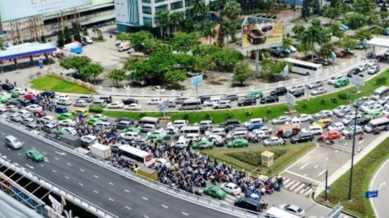 Nút giao thông cầu vượt  sân bay Tân Sơn Nhất