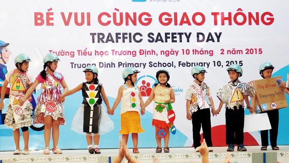 Giáo dục học sinh ý thức chấp hành luật giao thông  tại Trường Tiểu học Trương Định (quận 12, TPHCM)