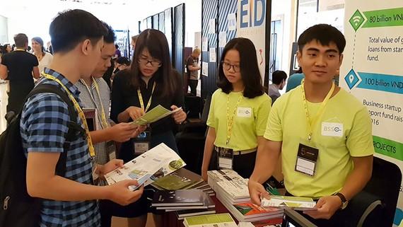 Các bạn trẻ khởi nghiệp tại Triển lãm công nghệ và hội nghị khởi nghiệp  đổi mới sáng tạo      Ảnh: TẤN BA