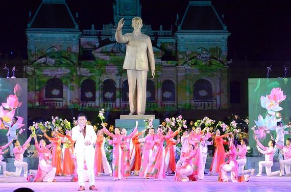 """Một tiết mục trong chương trình nghệ thuật  """"Hồ Chí Minh - Người là niềm tin tất thắng"""""""