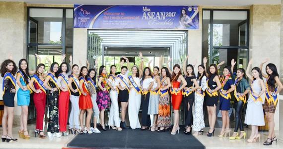 Các thí sinh dự thi hoa hậu Hữu nghị ASEAN đã có mặt tại TP Tuy Hòa, Phú Yên sáng 15-6