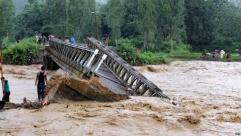 Lũ lụt hoành hành ở Ấn Độ. Ảnh: BBC