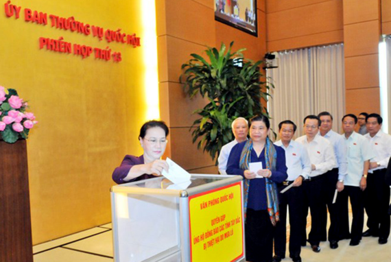 Chủ tịch Quốc hội Nguyễn Thị Kim Ngân quyên góp ủng hộ đồng bào các tỉnh Tây Bắc bị thiệt hại do mưa lũ