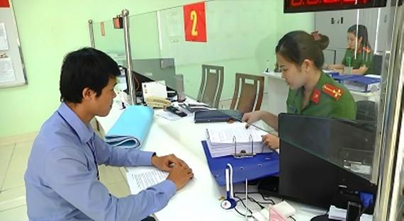 Chủ doanh nghiệp nộp hồ sơ thẩm duyệt PCCC theo cơ chế  một cửa tại Cảnh sát PCCC TPHCM