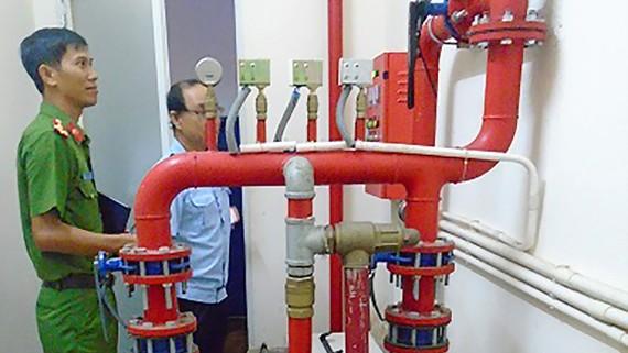 Kiểm tra, nhắc nhở đội PCCC  tại chỗ bảo trì, bảo dưỡng định kỳ phương tiện chữa cháy, máy bơm nước