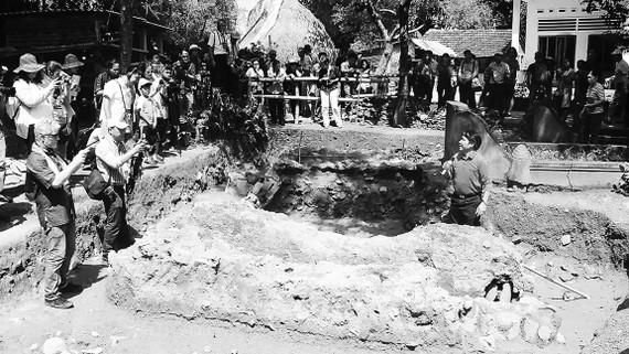 Hố khai quật tại di chỉ gốm gò Cây Metại xã Nhơn Mỹ  (Thị xã An Nhơn, Bình Định)