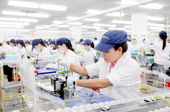 Sản xuất sản phẩm cơ khí chính xác tại Công ty TNHH Saigon Precision (100% vốn của Nhật Bản, thuộc Tập đoàn Misumi), trụ sở tại Khu chế xuất Linh Trung 1, TPHCM Ảnh: CAO THĂNG