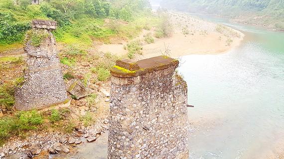 Trụ đường sắt xưa ở xã Lâm Hóa, Tuyên Hóa Ảnh: MINH PHONG