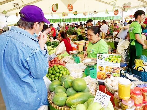 Các mặt hàng trái cây được giới thiệu tại phiên chợ Xanh TPHCM