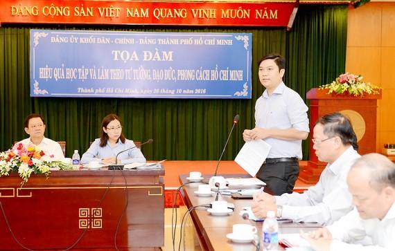 """Các đại biểu phát biểu tại tọa đàm """"Hiệu quả học tập và làm theo tư tưởng, đạo đức, phong cách Hồ Chí Minh"""" do Đảng ủy khối Dân-Chính-Đảng tổ chức           . Ảnh: VIỆT DŨNG"""