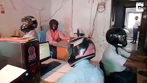 Đội nón bảo hiểm khi làm việc