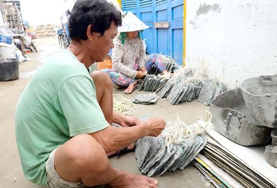 Nuôi hàu giúp dân xã đảo giảm nghèo