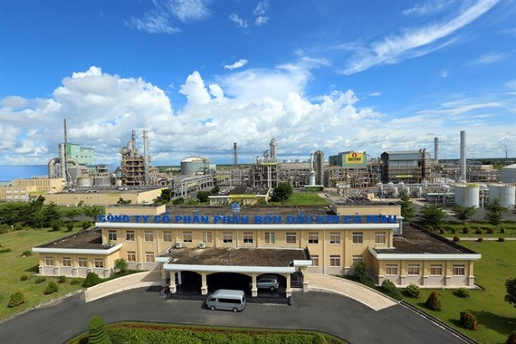 Ca Mau Fertiliser Plant with annual capacity of 800,000 tonnes located at Ca Mau Gas-Electricity-Fertiliser industrial cluster in Khanh An commune of the southern province of Ca Mau's U Minh district.  (Photo: VNA/VNS)