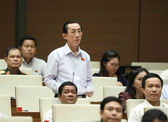 NA deputy Tran Hoang Ngan of HCM City raises his voice about public debt during the 3rd seating of the current 14th National Assembly on Friday. (Photo: VNA/VNS)