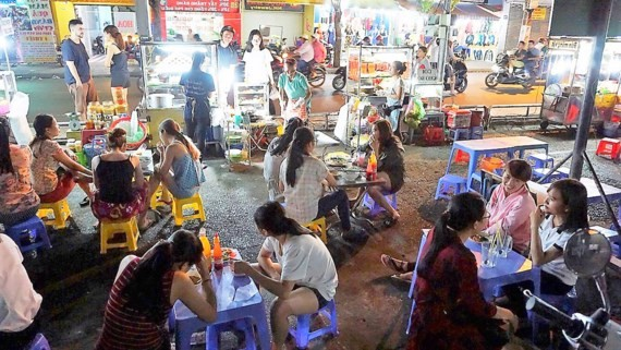 Many vendor households have been relocated in Pham Van Hai street, Tan Binh district after HCMC authorities implemented a tough campaign to reclaim encroached pavements for pedestrians (Photo: SGGP)